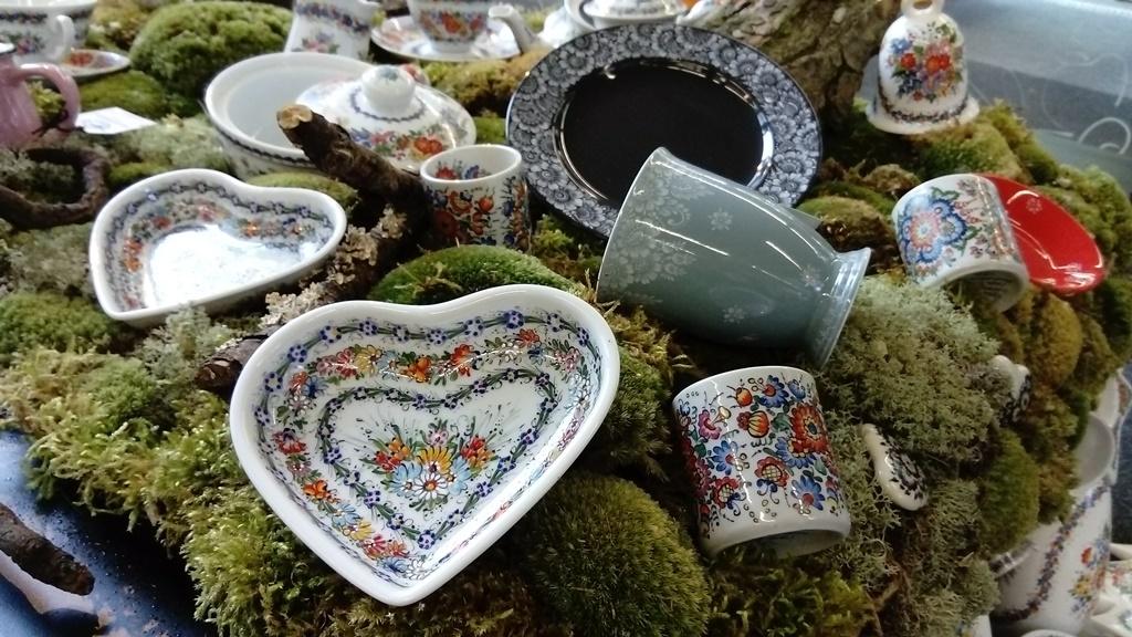 W porcelanowym ogrodzie